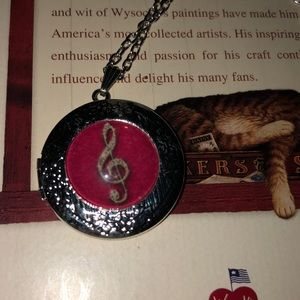 Musical note locket